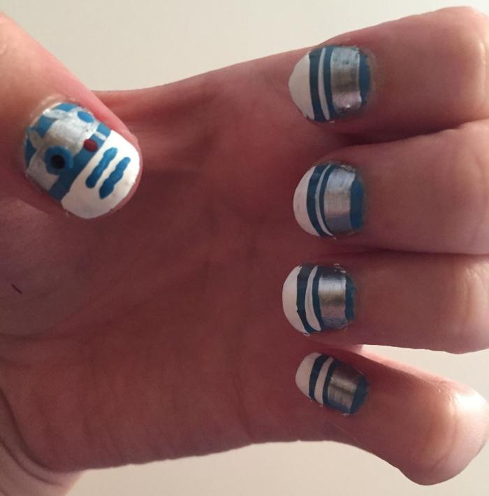 R2D2 nail art